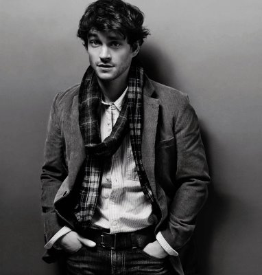 Great combination on stylish British Hugh Dancy